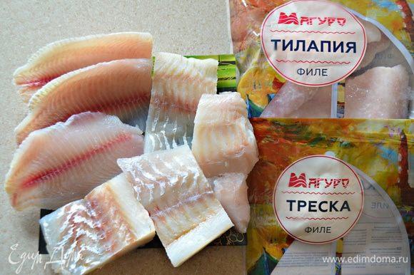 Рыбное филе ТМ «Магуро» разморозить, промыть, обсушить и нарезать на небольшие кусочки.