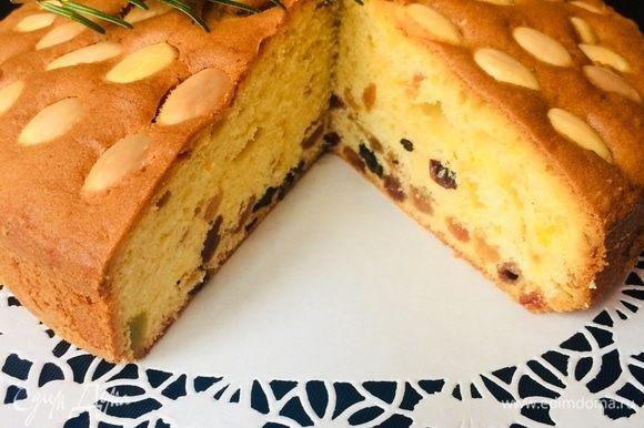 Спустя указанное время пирог можно завернуть в фольгу или пленку и выдержать в холодильнике, но мы не стали ждать и утром насладились этим чудесным ароматным пирогом.