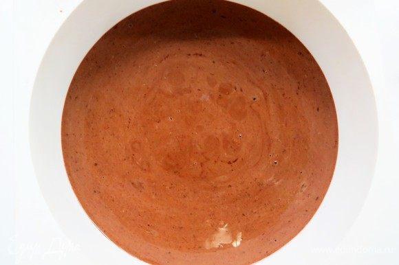 Перелить полученную смесь в форму для запекания (у меня силиконовая D=18 см) и готовить при температуре 160°С в течение 12-15 минут.