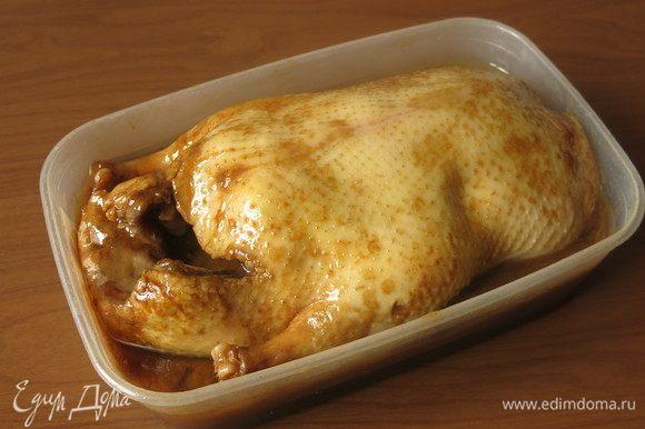 Через пару дней утка впитывает в себя часть маринада.
