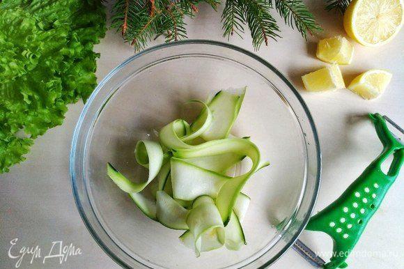 Отправляем в глубокую тарелку, предварительно сбрызнув соком лимона.