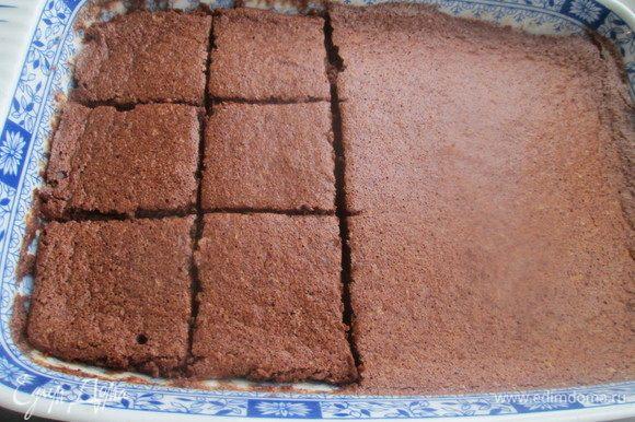 Готовим десерт около 30 минут в духовке, разогретой до 180°С. Охлажденный пудинг нарезаем кусочками.