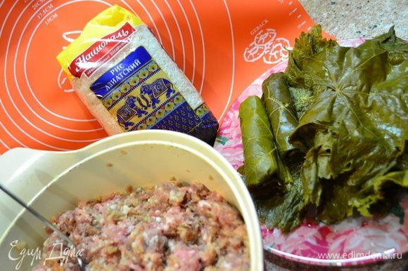 Я в фарш добавляю Азиатский рис ТМ «Националь». Отварить его до состояния аль денте или залить кипятком на 20–30 мин.