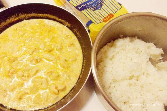 Фрикасе из курицы и отварной рис готовы.