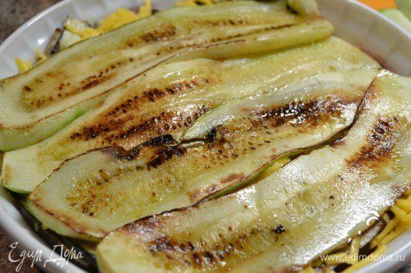 Кабачки и баклажаны нарезаем полосками и обжариваем с 2-х сторон или запекаем в духовке.