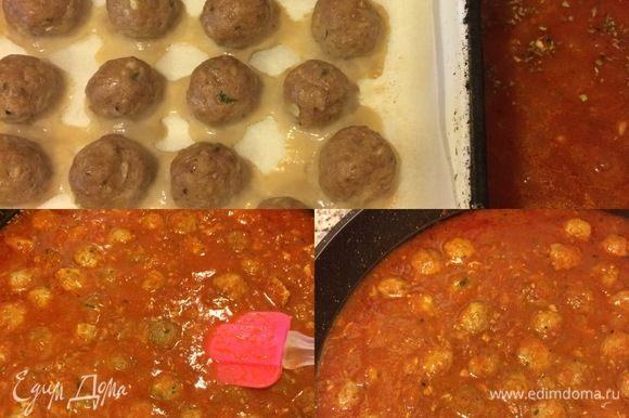 Затем добавить мясные шарики в соус, накрыть крышкой и тушить еще 15–20 минут, периодически помешивая.