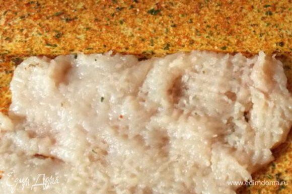 Куриную грудку можно взять вареную или отбить и обжарить со специями до готовности.