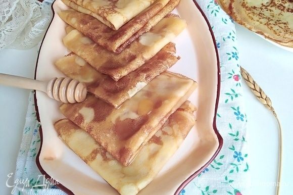 Блинчики по этому рецепту получились тоненькими и нежными. Кушать их лучше с пылу с жару, горячими, поливая медом. Или с тем, чем вы любите.