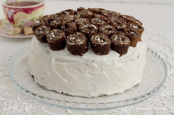 Собрать торт, обмазать бока, украсить по своему усмотрению.