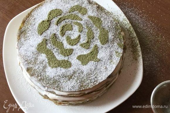 Даем охладиться в холодильнике минимум час, украшаем пудрой и чаем. Торт получается бархатным по вкусу, не могу подобрать другой синоним ощущений, и оформление десерта мягкое, бархатное. Приятного!