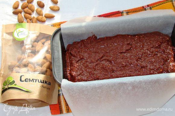 Тесто выложить в форму и выпечь в разогретой до 180°С духовке минут 30, до сухой лучинки.