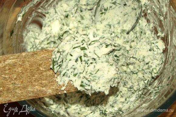 Все хорошо соединить. Получается сырная паста, которая готова к употреблению. Очень вкусно с ржаными хлебцами.