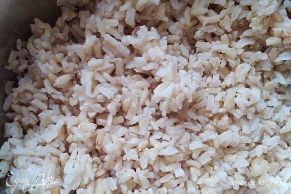 Рис заранее отварить до готовности. Я взяла бурый нешлифованый (это не принципиально, берите какой есть).