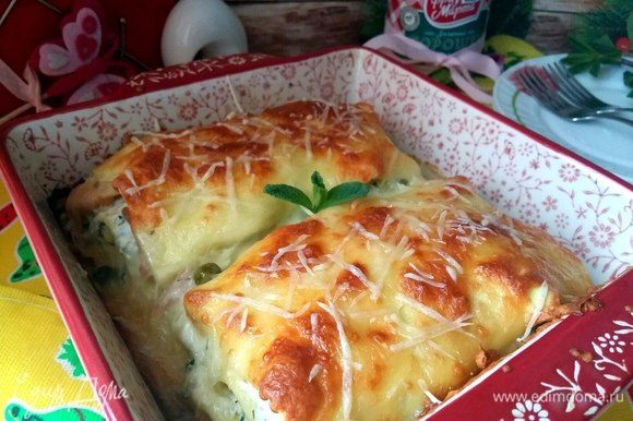 Румяная, вкусная лазанья готова.