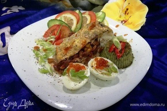 Вот такой простой и очень вкусный обед или ужин готов. Я подала его с овощным салатом, пюре из шпината и вареными яйцами. Приятного аппетита!