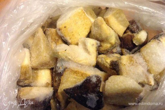 Замороженные резанные белые грибы.