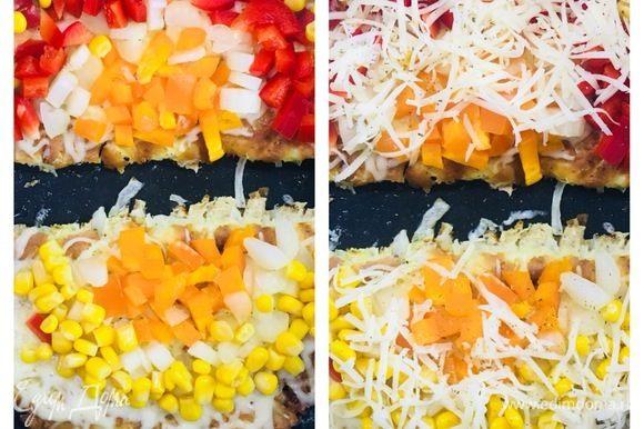 Следом в произвольном порядке выложить любимые овощи. Сверху добавить французских трав, соль по вкусу и оставшийся сыр, накрыть крышкой и 5–10 на низкой температуре, до прогрева овощей. Блюдо готово!
