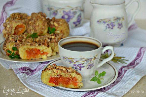 Подавайте кнедли теплыми или горячими, посыпав сахарной пудрой, к чашечкой чая или кофе. Приятного вам аппетита!