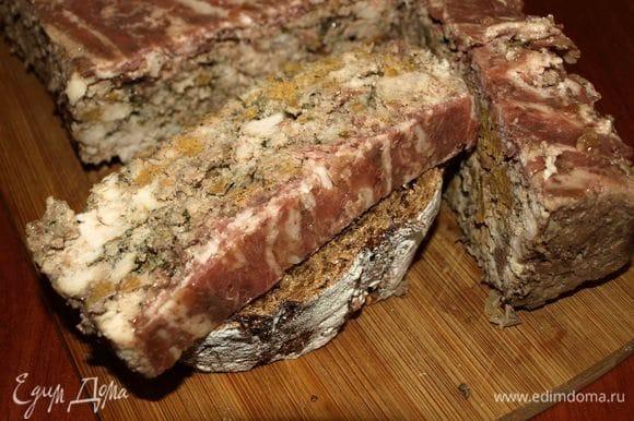 Подавать можно просто с хлебом, можно с разными овощными мармеладами.