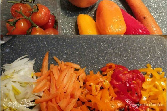 Теперь нужно подготовить все для соуса. Нарезать соломкой весь болгарский перец, морковь, лук репчатый перышками.