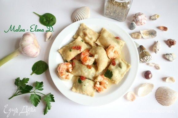 Можно подать в тарелке с зеленью и креветками, сопроводив любимым соусом. Приятного аппетита!