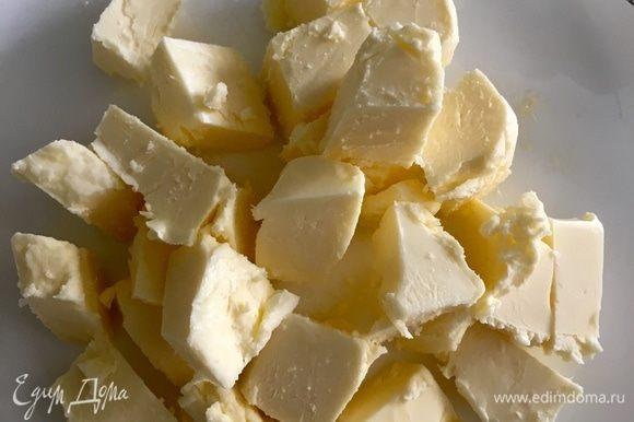 75 г сливочного масла заранее вынуть из холодильника, оно должно быть комнатной температуры, нарезать кубиком.