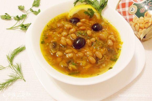 Постная солянка с фасолью и шампиньонами готова. Приятного аппетита и хорошего весеннего настроения!