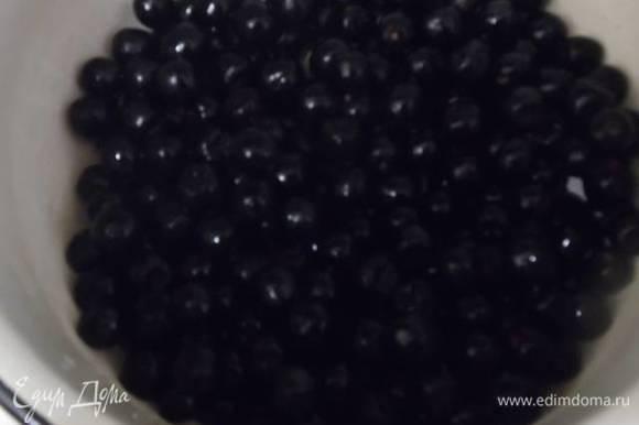 Черноплодная рябина 2 стакана. Просто в ингредиентах она в стаканах не указывается. Ягоды без веточек промыть.