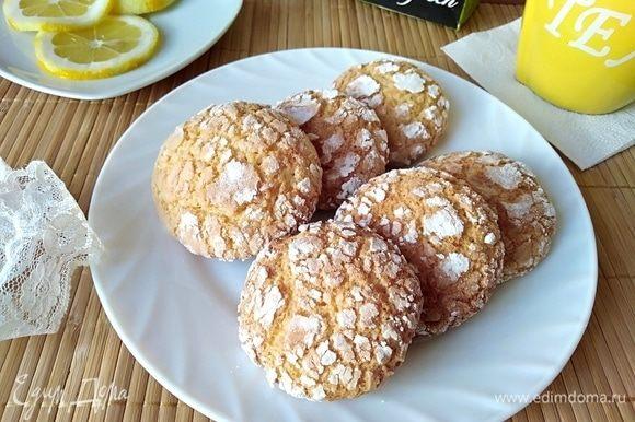 Печеньки получились хрустящие сверху и нежно-лимонные внутри! С чаем, с молоком, с кофе, кто с чем любит!