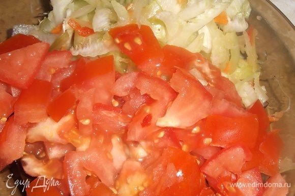 Нарезать сельдерей и помидоры. Добавить в суп.