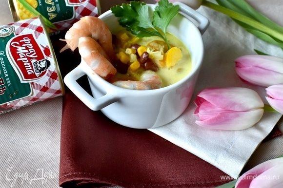 Разливаем по супницам, украшая немного листиками свежей петрушки. Не прошло и 30 минут, а обед на столе! Да посмотрите, какой радостный и веселый, поднимающий настроение своими красками и ароматами.