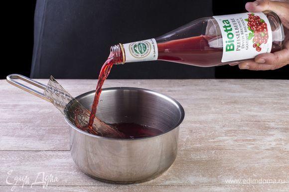 В отдельную емкость добавьте био-нектар из дикорастущей брусники Biotta и еще два листа желатина. Когда желатин набухнет, подогреть, не доводя до кипения.