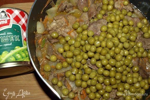 Добавить зеленый горошек ТМ «Фрау Марта» к готовой печени.