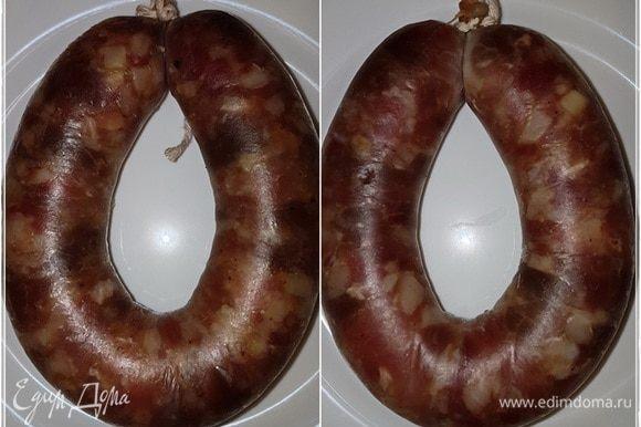 Вот такой будет у колбасок вид. Поверхность, действительно, станет сухой. Колбаски слегка разбухнут.