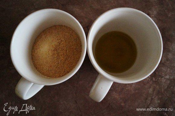 Смешиваем оливковое масло, панировочные сухари, соль и перец.