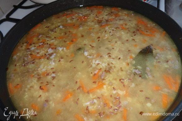По окончании варки посыпать суп семенами льна.