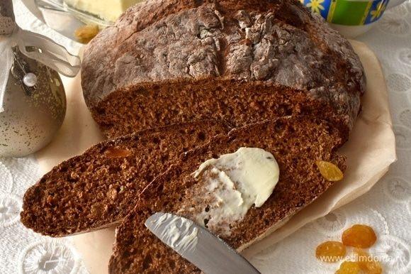 Но и сейчас, когда у вас дома — собственноручно испеченный хлебный красавец, тем более такой полезный, как не побаловать себя ломтиком хлеба с маслом? Угощайтесь, прошу вас!