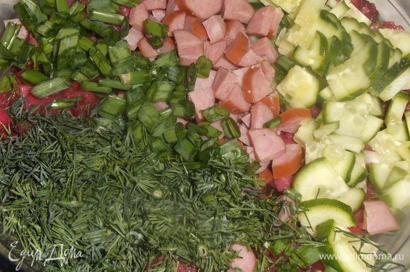 Все ингредиенты порезать, посолить и заправить растительным маслом. Дать настояться 30 минут.