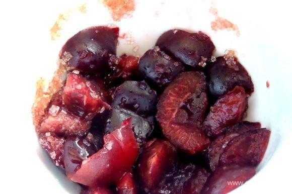 Немного растереть, подавить ягоду.
