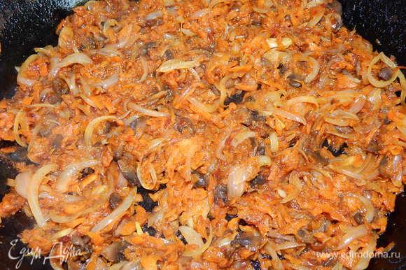 Обжарить овощи на подсолнечном масле до готовности.