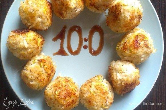 На разогретую сковороду с маслом выложить рыбные шарики, томить на медленном огне до золотистой корочки 20 минут.