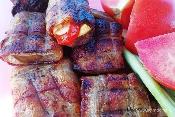 А вот и баклажаны в беконе. Вкусные как в горячем, так и в остывшем блюде.