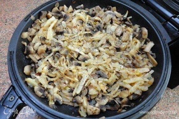 Соединяем все жареные овощи. Солим, перчим по вкусу и добавляем кориандр — это тоже дело вашего вкуса.