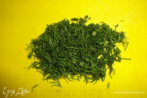 Зелень (любую, по вашему желанию) вымыть, обсушить, мелко нарезать.