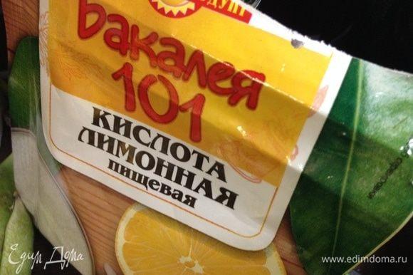 Ну и лимонная кислота самая обычная магазинная:) На мой взгляд, в таких рецептах, где сладкого в маринаде много — можно, даже и лучше, обойтись без уксуса. Да и в таких пропорциях, как выше приведено, рассол-маринад получается такой, что его реально можно и очень вкусно запивать...