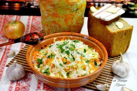 Прекрасная самостоятельная закуска, подойдет к картошке, каше, мясу, рыбе и т.д. Добавьте при подаче нарезанный соломкой репчатый лук и зелень.