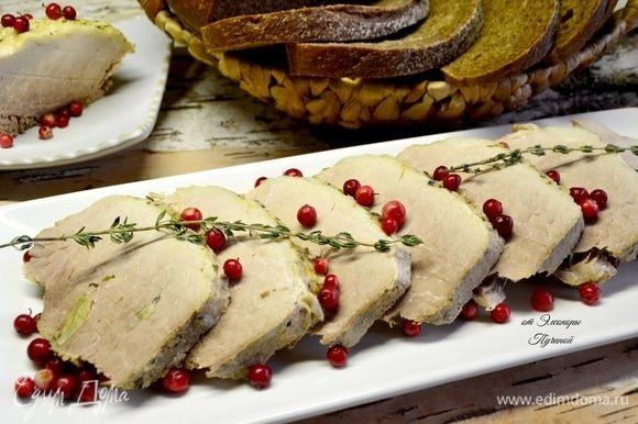 Соус делать не стала, так как мясо насытилось ароматами приправ, но ягодки брусники всегда только подчеркнут вкус мяса!