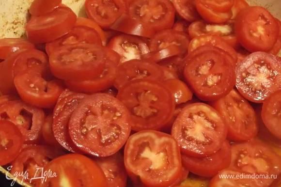 Помыть помидоры, нарезать кружочками и обжарить на растительном масле.