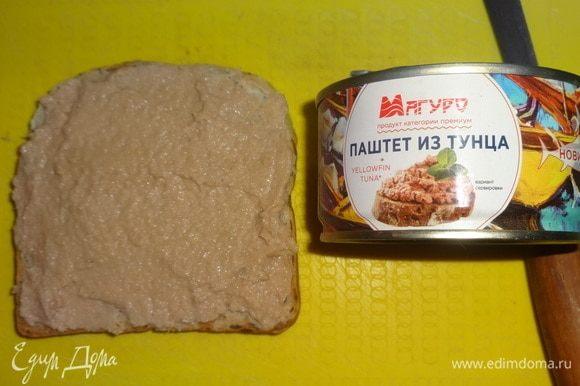Три ломтика хлеба намазать паштетом из тунца ТМ «Магуро».