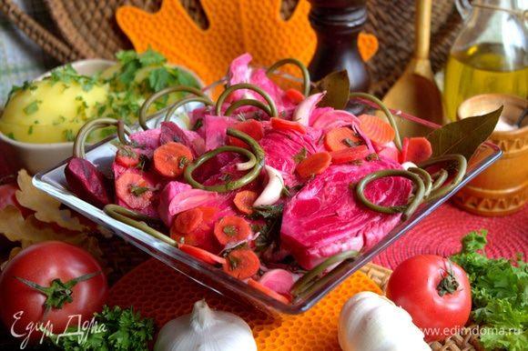 По желанию часть можно порубить в салат и заправить растительным маслом.